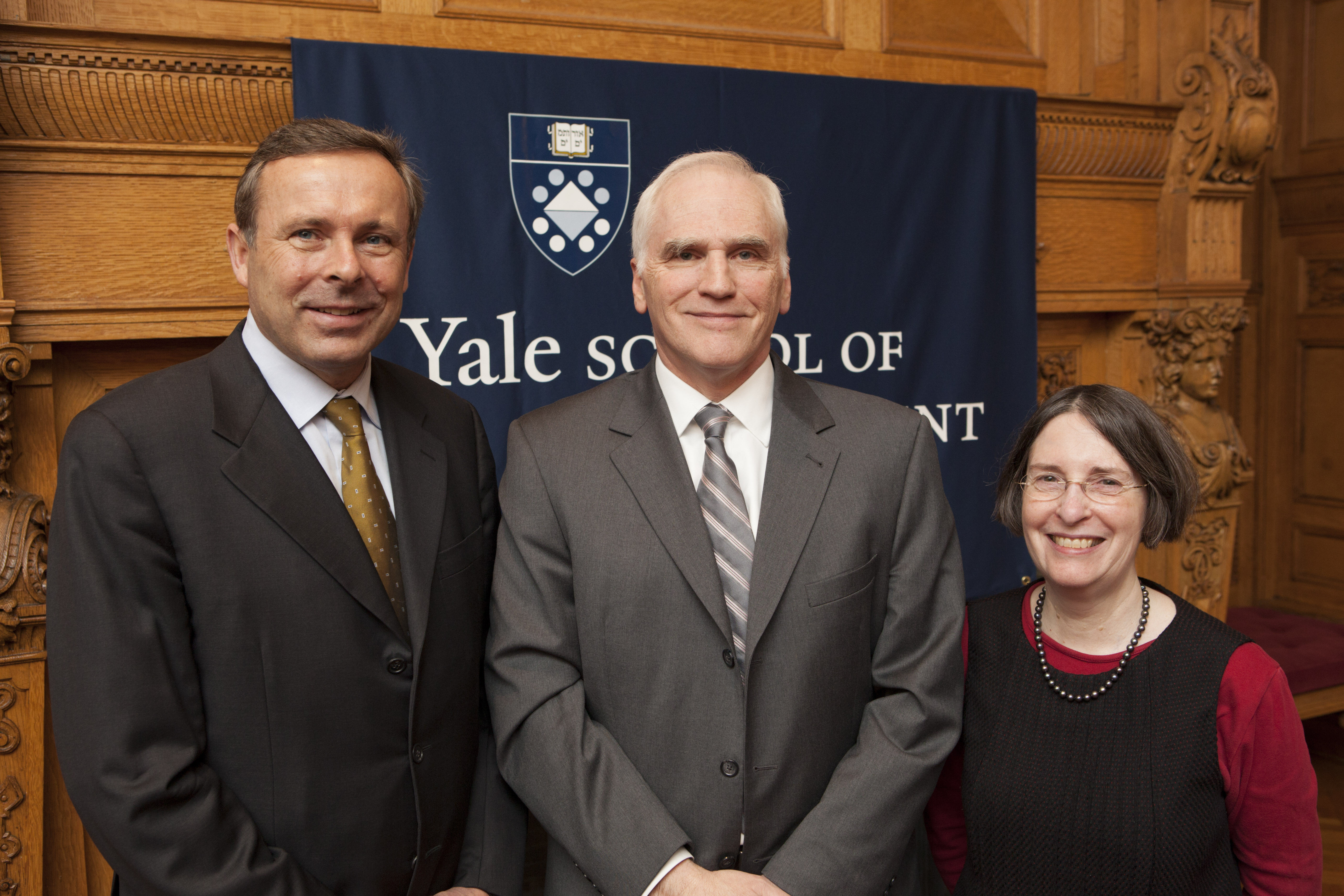 SOM Deputy Dean K. Geert Rouwenhorst, Daniel K. Tarullo, Board of Governors, Federal Reserve System, and YLS Prof. and Center Dir. Roberta Romano '80