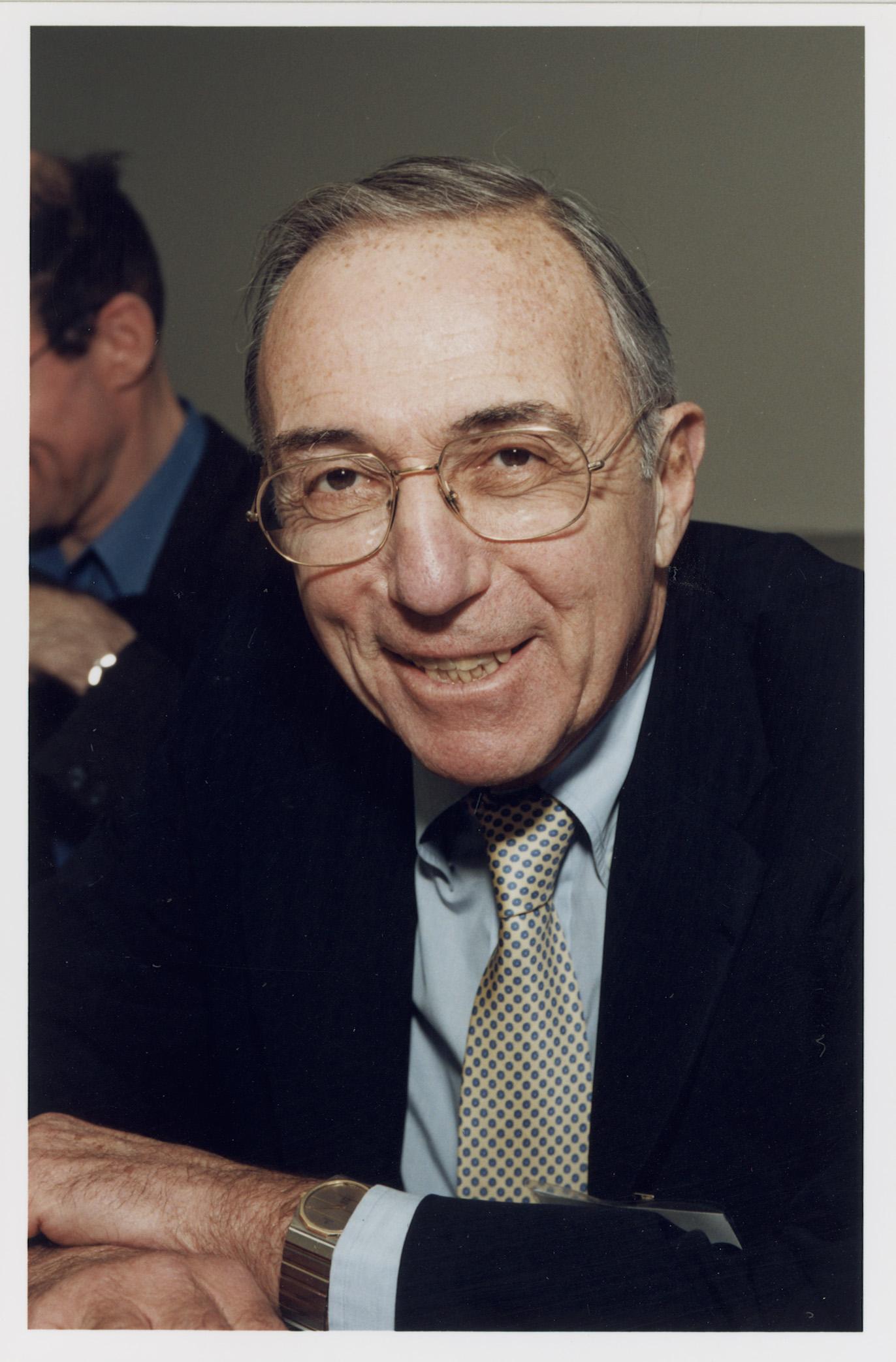 Robert Todd Lang '47