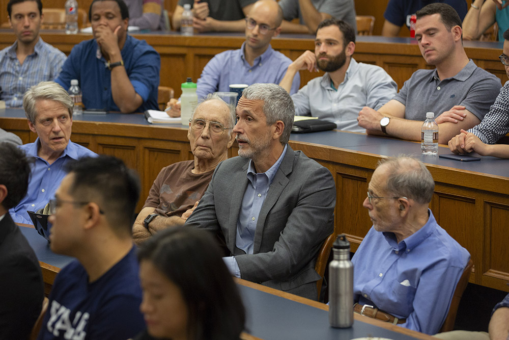 YLS Prof. Ian Ayres '86 asking NYU Stern Econ. Prof. Lord Mervyn King a question, while Yale Econ. and SOM Prof. Robert Shiller and Yale Econ. Prof. Emeritus William Brainard (left) and YLS Prof. Al Klevorick (right) listen