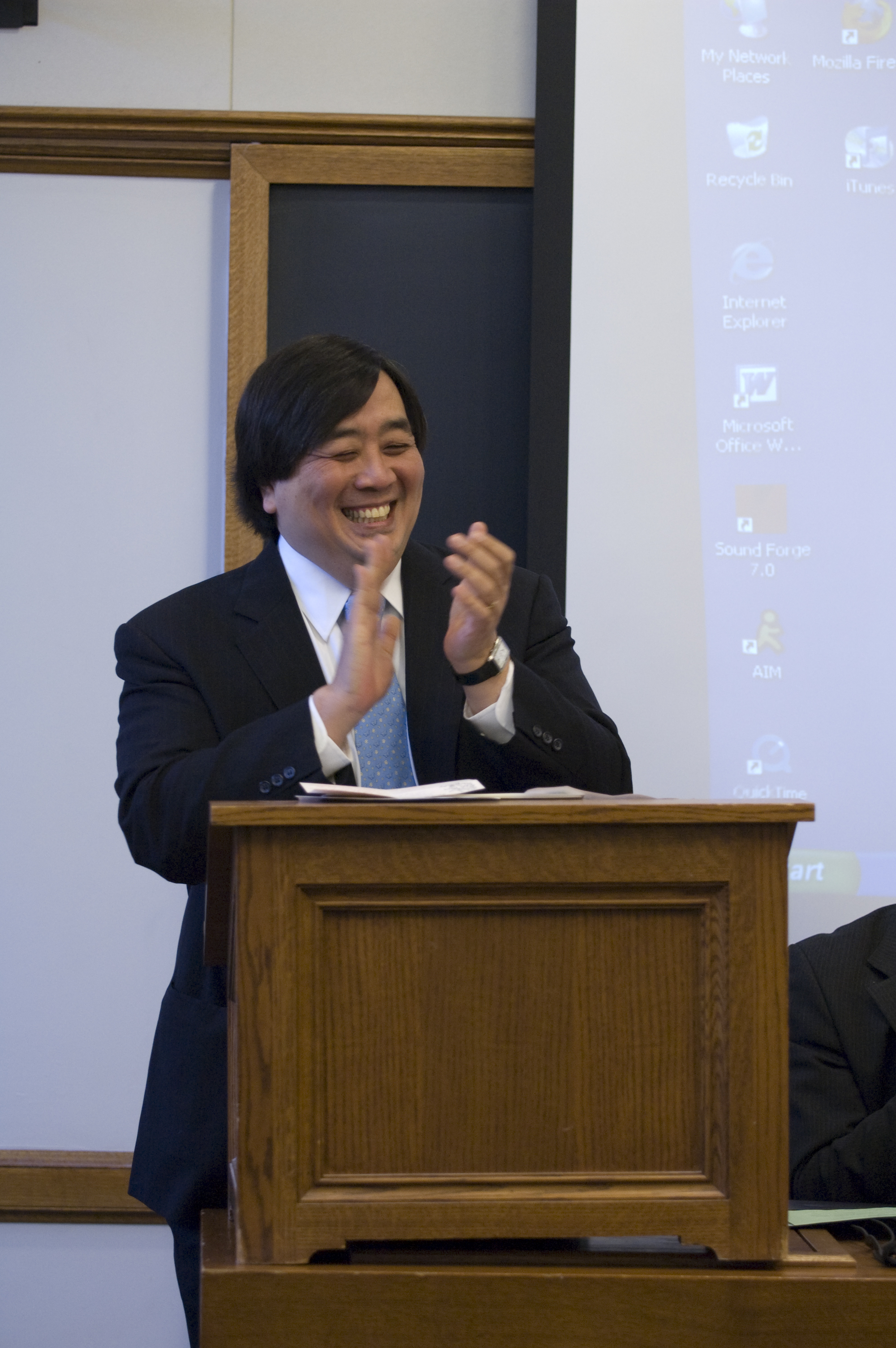 YLS Dean Harold Hongju Koh welcomes audience